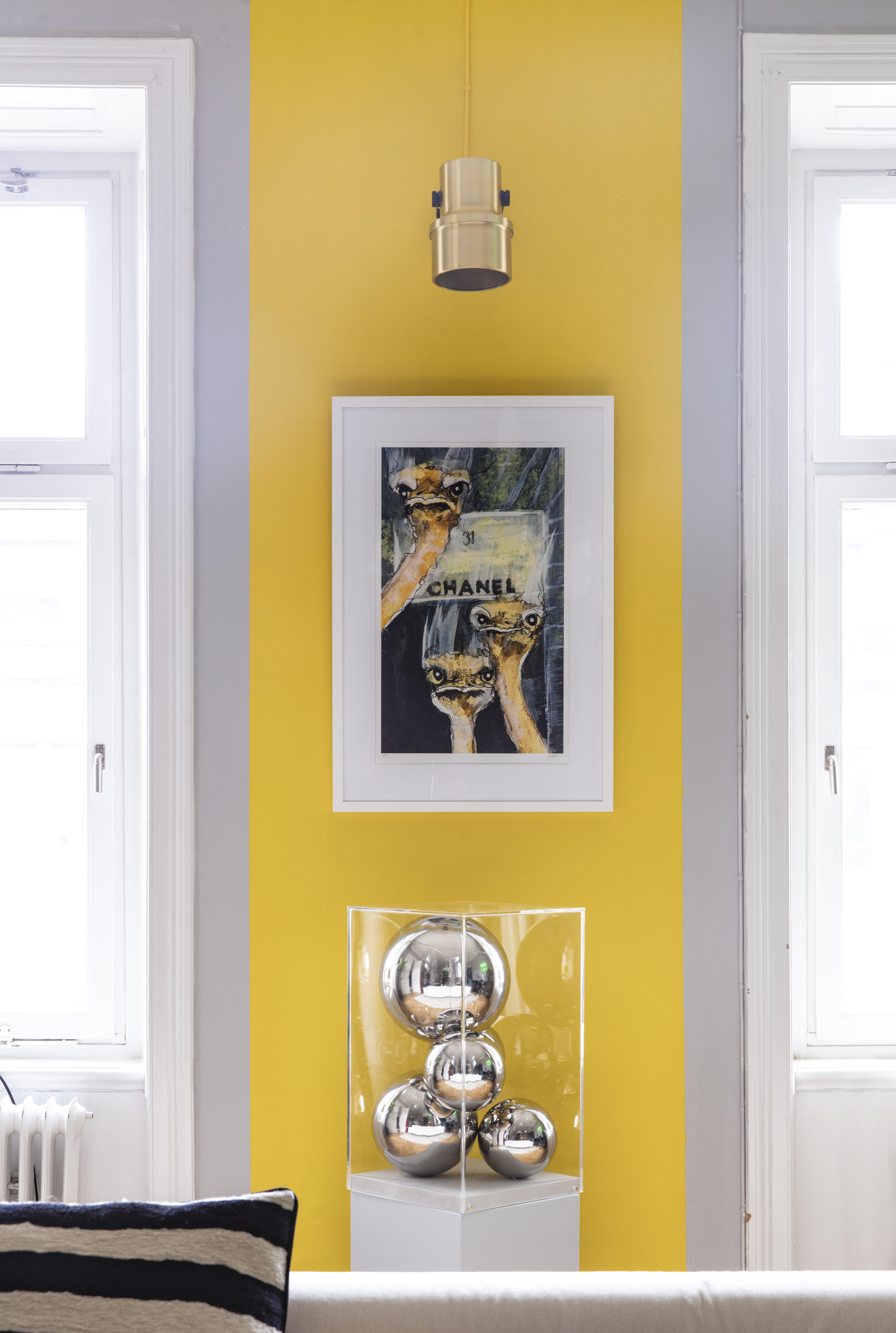 Konstverket Must Have Chanel, skapat av Lisa som en kommentar till överkonsumtion.